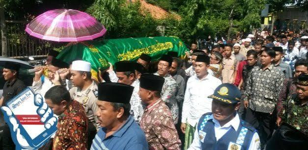 Bupati Sampang Hadiri Pemakaman Ahmad Budi Cahyanto, Guru GTT SMAN I Torjun Yang Meninggal Akibat Aksi Kekerasan Siswanya